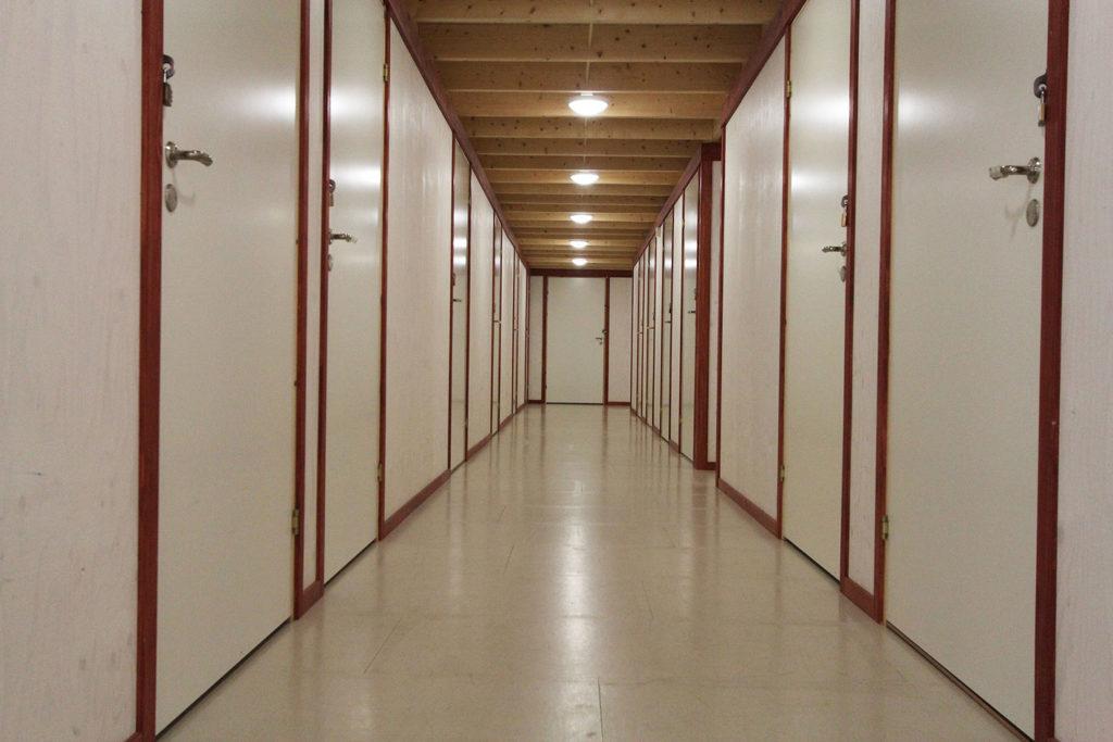 Hyrmagasinet ljus korridor